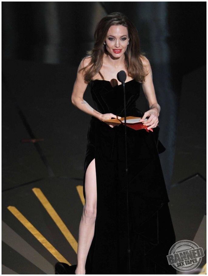 Angelina Jolie bryster gratis pasfoto