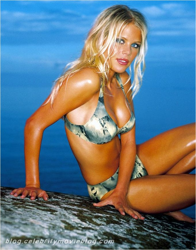 elin nordegren 11 Adrianne Curry is again posted sexy pictures of her on Twitter.